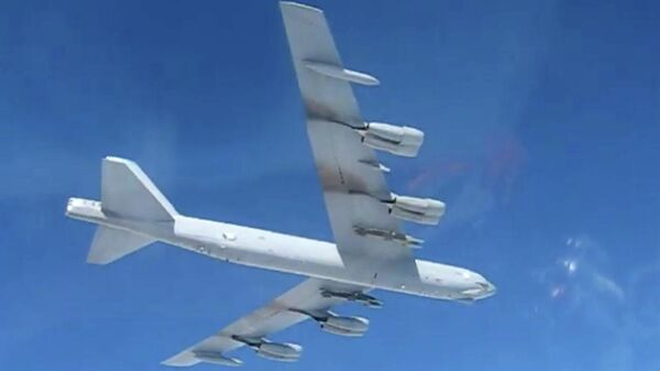 Стратегический бомбардировщик США B-52 совершил полет над Балтийским морем