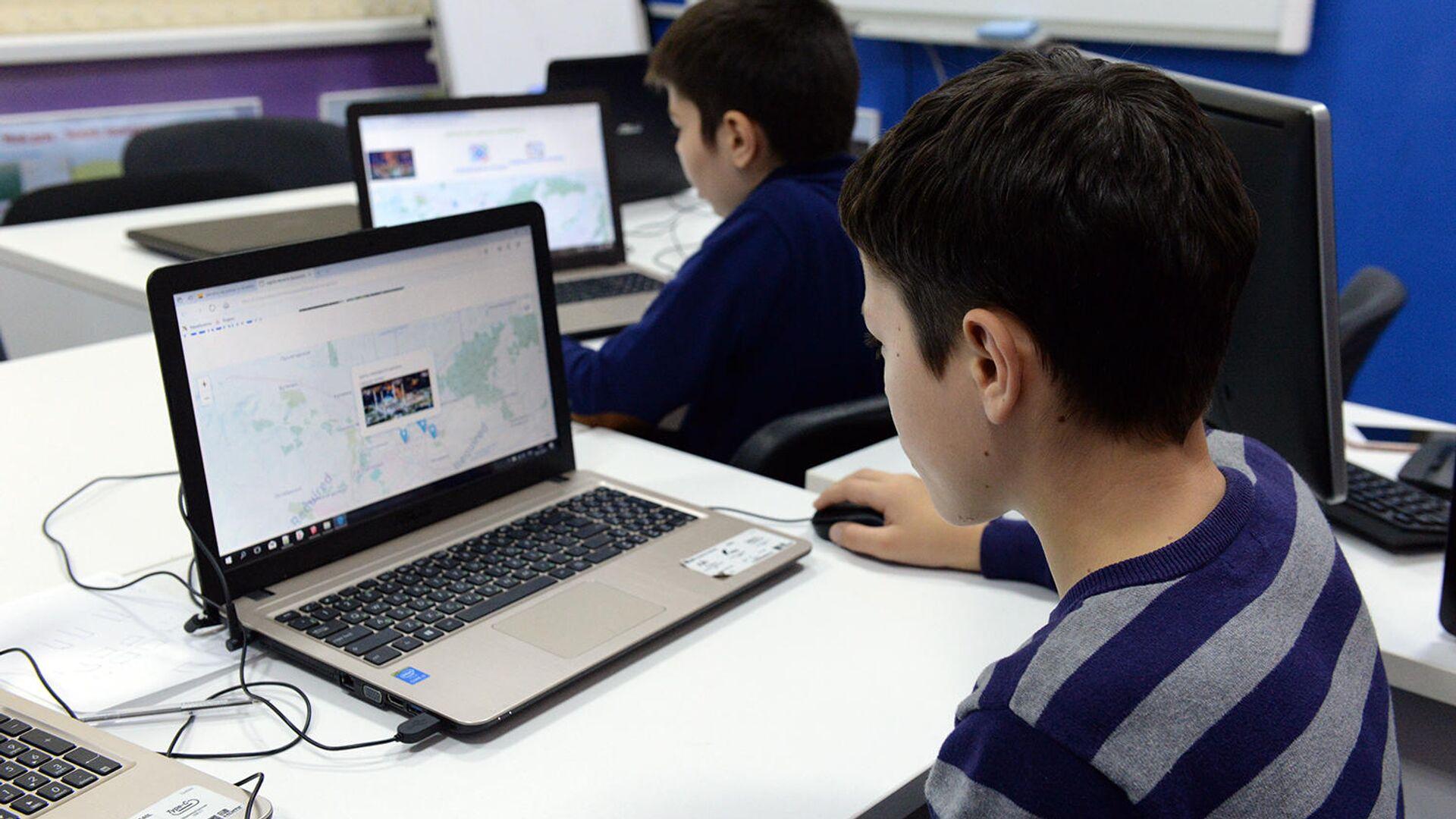 Завершился очередной этап конкурса цифровых волонтеров #УзнайМир - РИА Новости, 1920, 01.09.2021