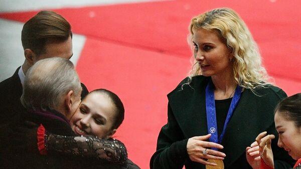 Справа: тренер Этери Тутберидзе