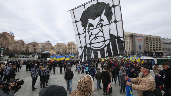 Участники акции протеста против коррупции на площади Независимости в Киеве