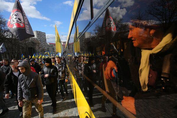 Шествие участников акции протеста против коррупции в Киеве