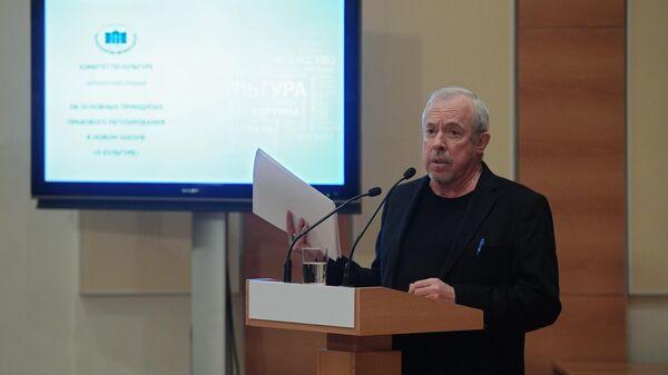 Музыкант Андрей Макаревич выступает на парламентских слушаниях Об основных принципах правового регулирования в новом законе О культуре в Государственной Думе РФ