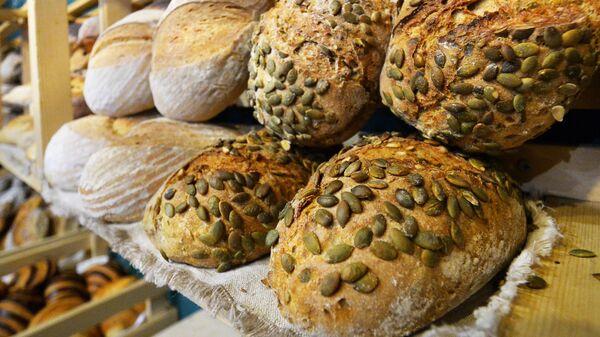 Мы выбрасываем в помойку миллионы тонн хлеба в год