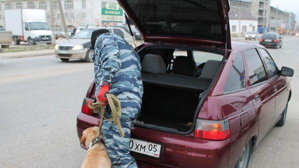 Проверка водителей автотранспортных средств на предмет перевозки наркотиков