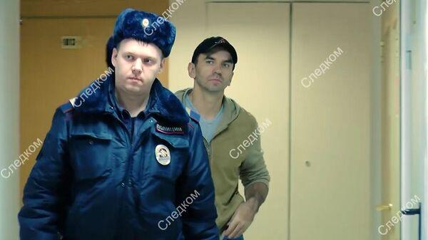 В наручниках и с книгами в сумке: Михаил Абызов покинул здание СК