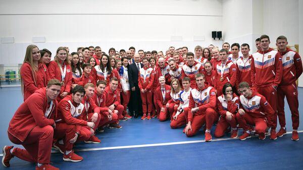 Президент РФ Владимир Путин во время встречи с победителями XXIX Всемирной зимней универсиады 2019 года. 27 марта 2019
