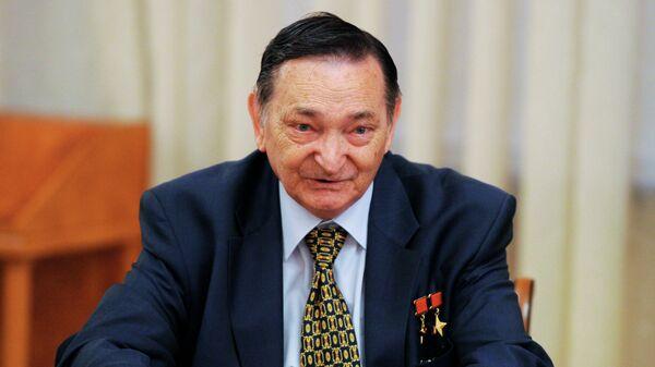 Летчик-космонавт, дважды Герой Советского Союза Валерий Быковский
