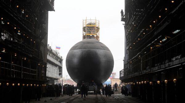 Торжественная церемония спуска на воду дизель-электрической подводной лодки проекта 636.3 Петропавловск-Камчатский на Адмиралтейских верфях в Санкт-Петербурге