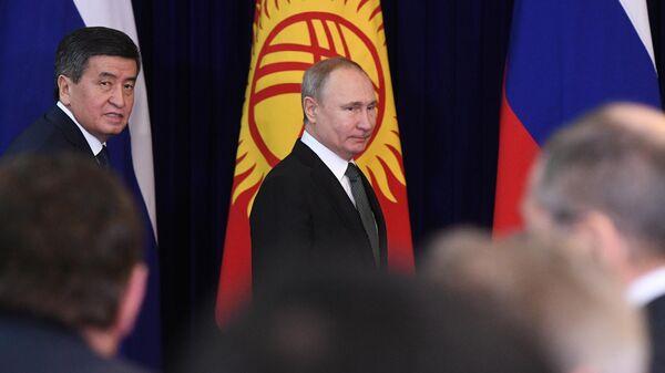 Владимир Путин и президент Киргизии Сооронбай Жээнбеков во время встречи. 28 марта 2019
