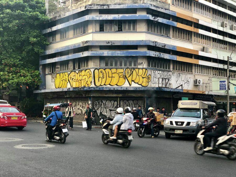 Мотоциклисты на улице Бангкока, Таиланд