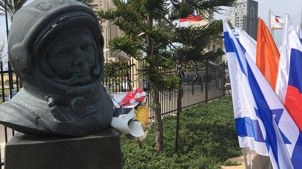 Открытие памятника Юрию Гагарину в израильском городе Нетании