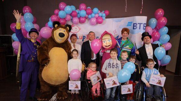 Банк ВТБ выделил в рамках благотворительной программы Мир без слез почти 3,5 миллиона рублей на приобретение медицинского оборудования для детской городской клинической больницы №9 имени Г.Н. Сперанского