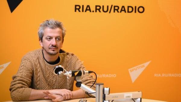 Режиссер Константин Богомолов во время интервью в студии радио Sputnik