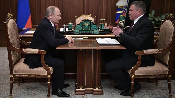 Владимир Путин и губернатор Вологодской области Олег Кувшинников во время встречи. 29 марта 2019