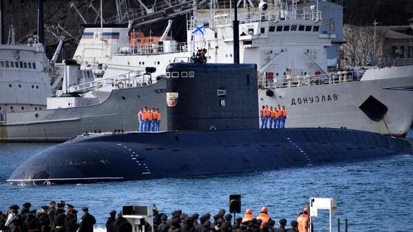 Подводная лодка Великий Новгород в бухте Севастополя