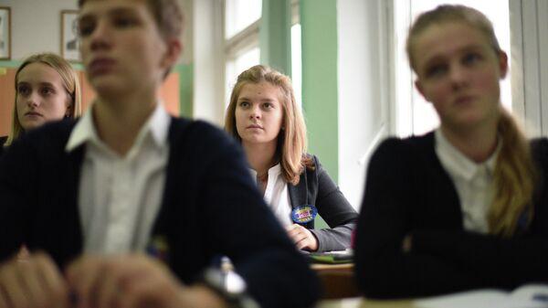 Учащиеся школы во время урока
