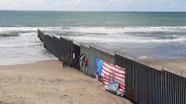 Пограничная стена с США в мексиканской Тихуане