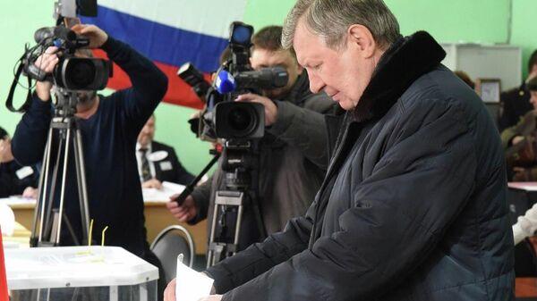 Глава администрации города Курска Николай Овчаров