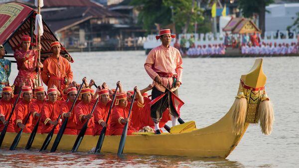 Королевская баржа на реке Чаупхрая в Бангкоке