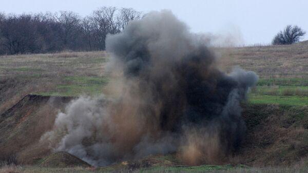 Подрыв снарядов, собранных саперами и кинологами МЧС ДНР во время разминирования поселка Зеркальное Амвросиевского района