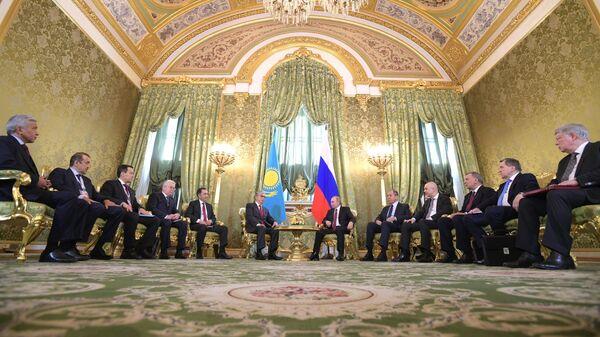 Президент РФ Владимир Путин и президент Казахстана Касым-Жомарт Токаев во время встречи. 3 апреля 2019