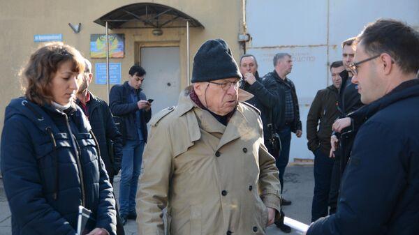 Координатор ОБСЕ в гуманитарной подгруппе контактной группы по урегулированию ситуации на востоке Украины Тони Фриш во время посещения Донецкого следственного изолятора. 5 апреля 2019