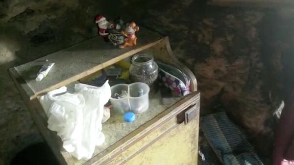 Беженцы изДонбасса дали кров 78-летнему инженеру, тригода жившему впещере вКрыму (ФОТО)