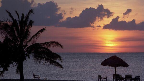 Закат над пляжем