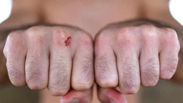 Кулаки Артема Лобова в фотосессии перед дебютом в боях без перчаток