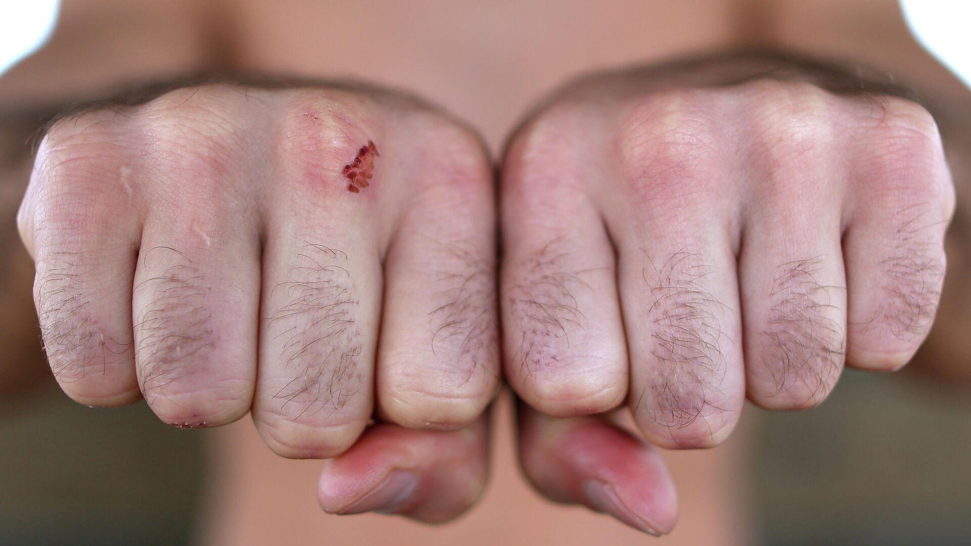 Кулаки Артема Лобова в фотосессии перед дебютом в боях без перчаток - РИА Новости, 1920, 18.04.2021