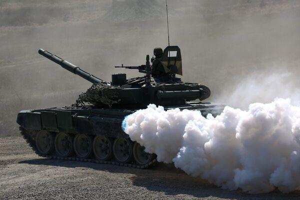 Танк Т72 Б3 на открытии международного конкурса полевой выучки среди воинских подразделений ВДВ Десантный взвод
