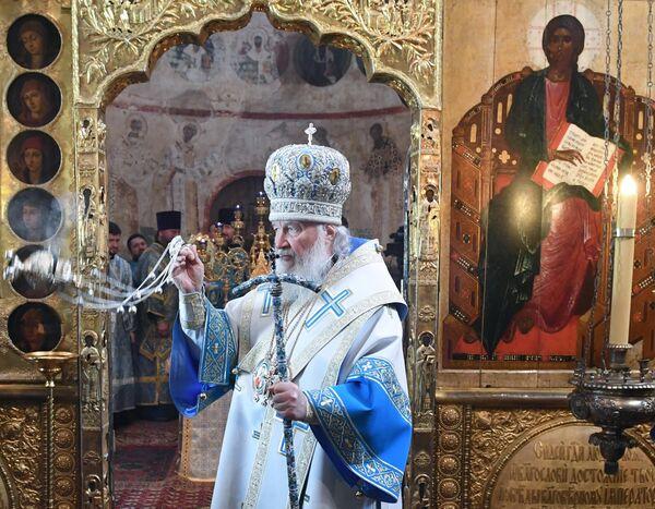 Патриарх Московский и всея Руси Кирилл во время Божественной литургии в праздник Благовещения Пресвятой Богородицы в Благовещенском соборе Московского Кремля