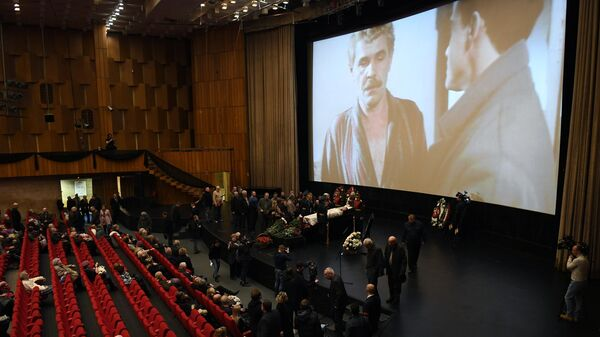 Церемония прощания с народным артистом России Алексеем Булдаковым в Центральном доме кино в Москве