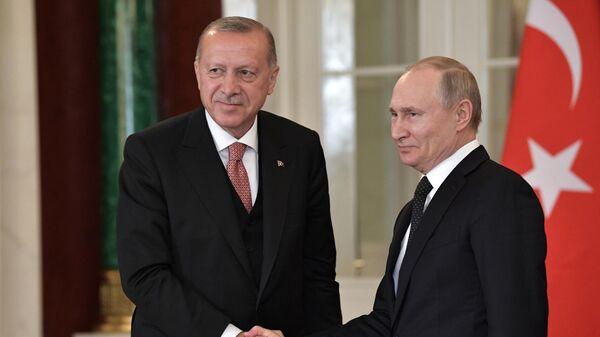 Президент РФ Владимир Путин и президент Турции Реджеп Тайип Эрдоган после пресс-конференции по итогам российско-турецких переговоров. 8 апреля 2019
