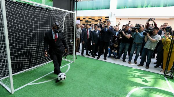 Президент Республики Татарстан Рустам Минниханов на площадке виртуального футбола