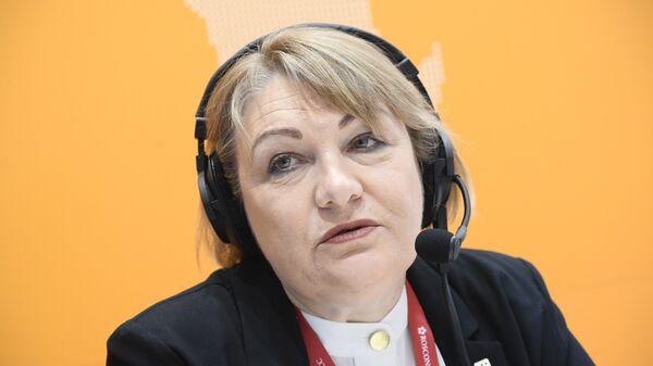 Директор природоохранных программ WWF России Виктория Элиас во время интервью на стенде Sputnik на форуме Арктика – территория диалога в Санкт-Петербурге. 9 апреля 2019