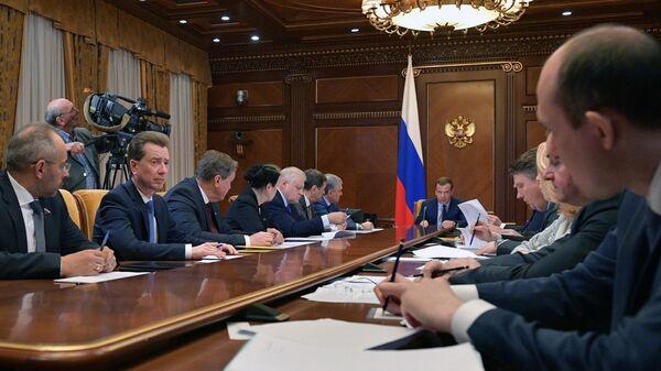 Дмитрий Медведев во время встречи с руководством фракции партии Справедливая Россия в Государственной Думе РФ. 9 апреля 2019