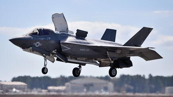 Американский военный самолет F-35