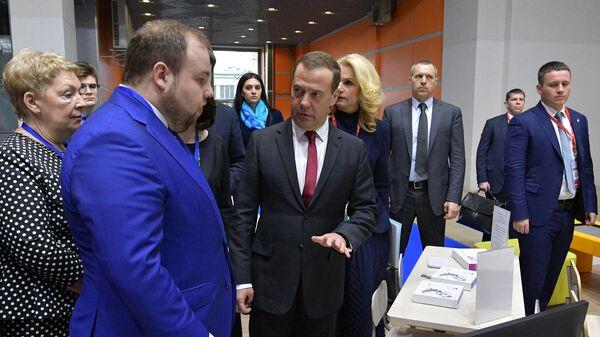Председатель правительства РФ Дмитрий Медведев на Московском международном салоне образования в выставочном павильоне №75 на ВДНХ. 10 апреля 2019