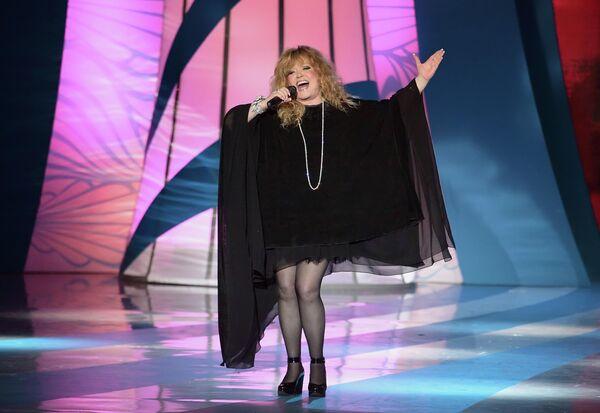 Певица Алла Пугачева во время выступления на праздничном шоу модельера Валентина Юдашкина в Государственном Кремлевском дворце