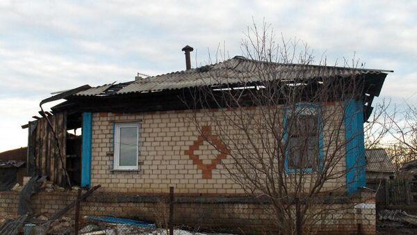 Дом в Увельском районе Челябинской области, из которого двое подростков спасли на пожаре шестерых детей
