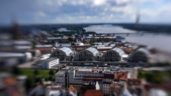 Вид на центральный рынок и прилегающие к нему районы в Риге в Латвии