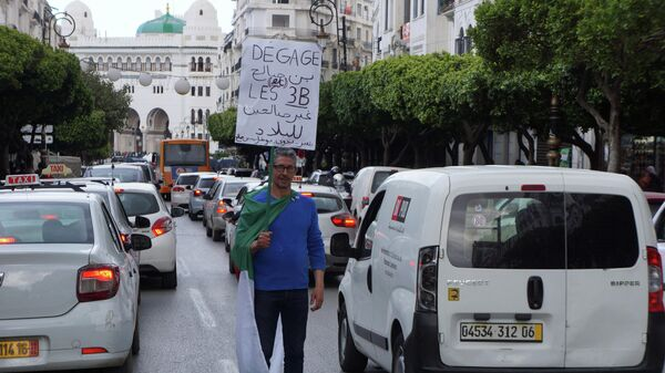 Антиправительственные демонстрации в Алжире