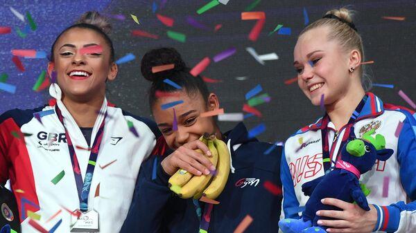 На грани фола: французскую гимнастку наградили связкой бананов