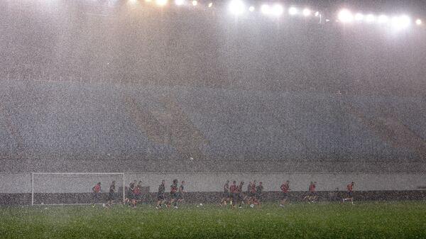 Футбольный стадион в дождь