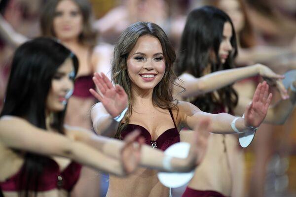 Участница во время выступления в финале конкурса Мисс Россия 2019