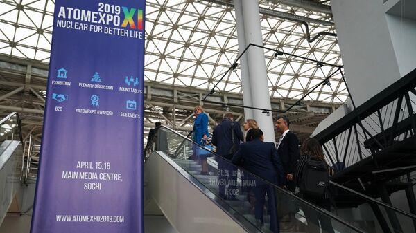 Посетители на международном форуме Атомэкспо в Главном медиацентре в Сочи