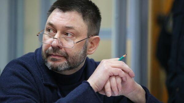 Руководитель портала РИА Новости Украина Кирилл Вышинский в Подольском районном суде Киева
