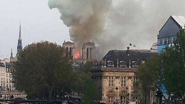 Возгорание в соборе Нотр-Дам-де-Пари в Париже, Франция. 15 апреля 2019