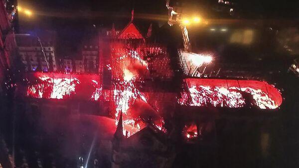 Пожар в соборе Парижской Богоматери, вид с воздуха